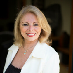 ג'ינה רוס, מומחית בינלאומית לטיפול בטרומה בשיטת SE