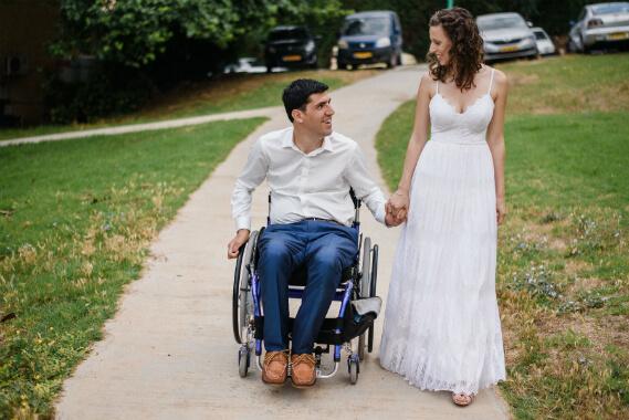 יסמין ואורי פרידלנד ביום חתונתם. צילום: מיכאל טומרקין