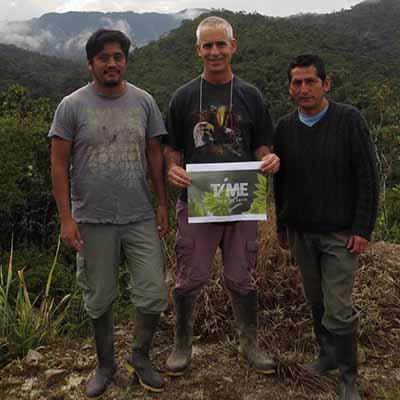 על רקע השטח הראשון ש־ TiME  רכשו והצילו במעלה  האמזונס, בפרו; צילום: Peru־NPC